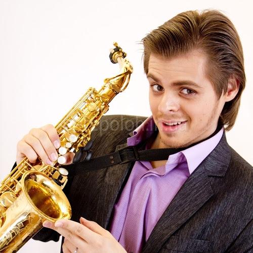 музыкант на праздник, артисты на свадьбу